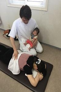 赤ちゃん抱っこ2