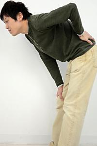長時間立っていたら腰に激痛が!