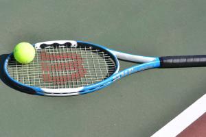 テニスコートでギックリ腰